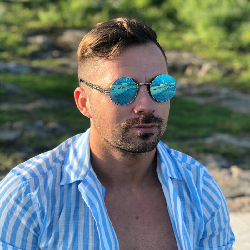 Runda solglasögon med blått spegelglas och silver båge